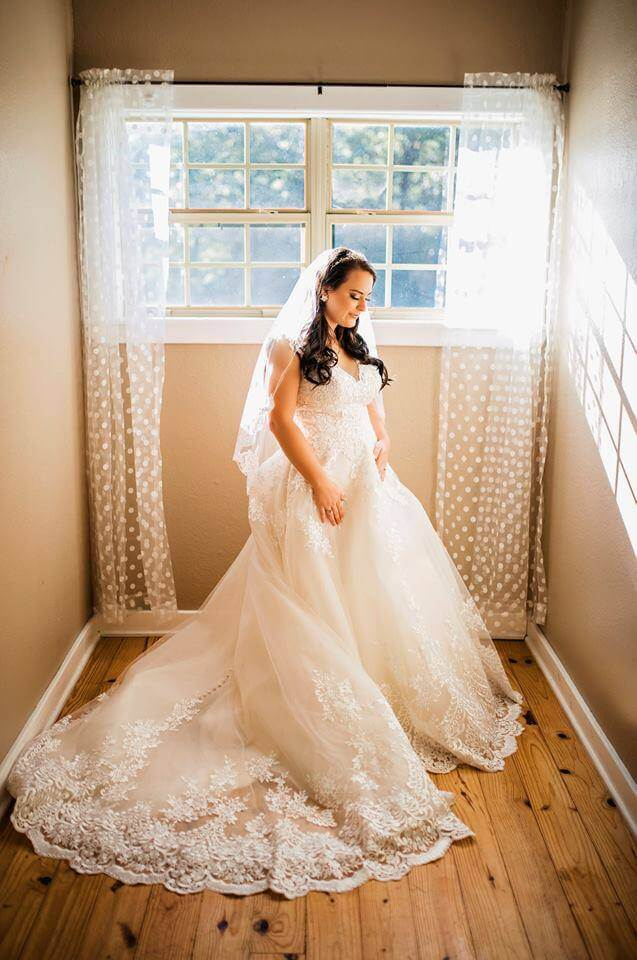 indoor bridal photos at Wylde Acres in Longview, Texas